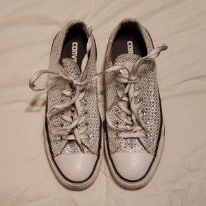 Converse low top silver sneakers